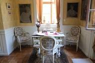 Kněžna měla přijímací salon s klavírem, svou vlastní pracovnu, ložnici, pokoje pro služky, šatnu a tak podobně. V podstatě zabrala půlku celého patra.
