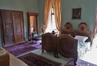 V pokoji nad kněžnou byla ložnice jejího chotě.