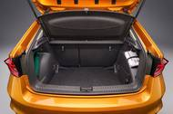 Kufr má základní objem 380 litrů, tedy stejně jako v aktuálním provedení Volkswagenu Golf.