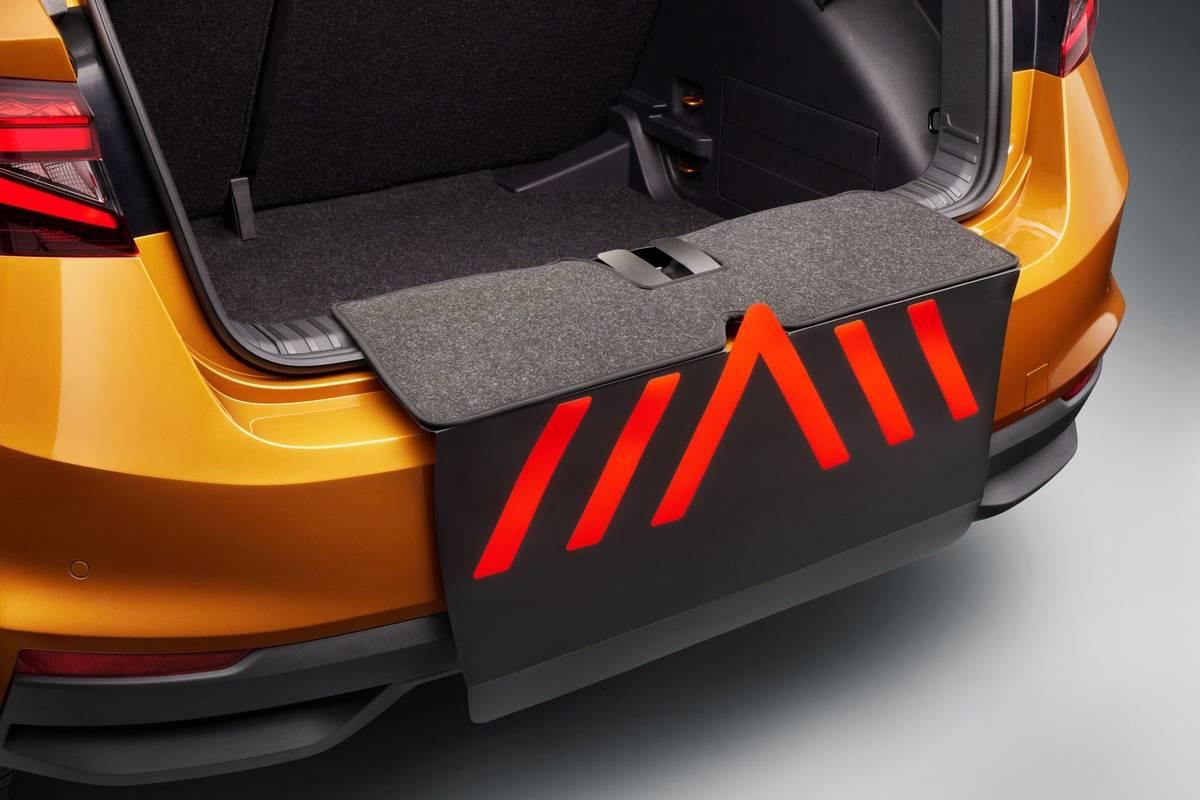 Kryt prahu zavazadlového prostoru mohou ocenit třeba pejskaři.