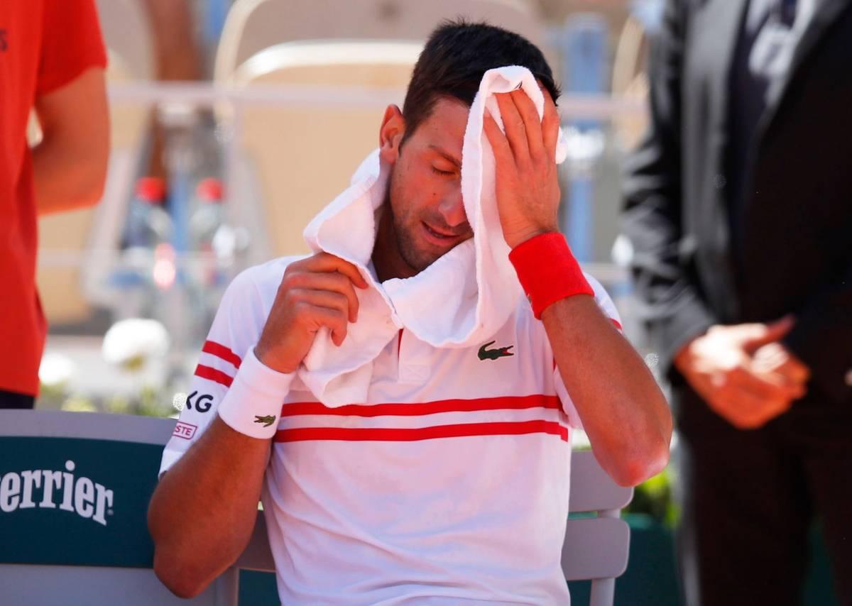 A i on viděl překvapivou první polovinu finále. Novak Djokovič se v prvním setu s Tsitsipasem přetahoval o každý míč a nakonec rozhodoval tie-break. Srbský favorit jej ztratil, když sám neproměnil setbol.